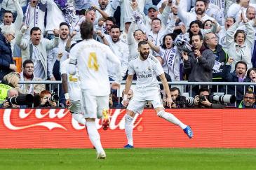 Zidane arregla el derbi en el descanso y el Madrid refuerza su liderato