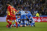 Los jugadores del Deportivo celebran uno de los goles contra Las Palmas.