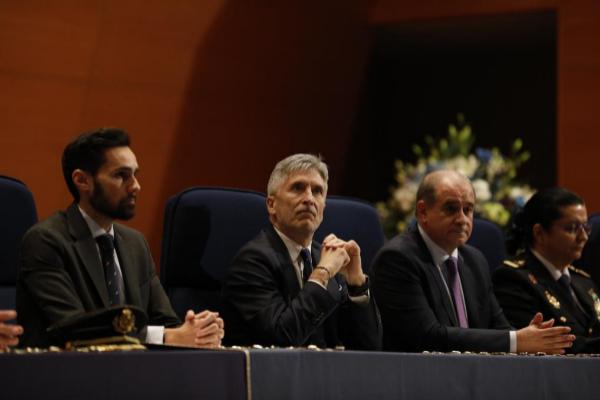 El ministro del Interior, Fernando Grande-Marlaska (en el centro), en...