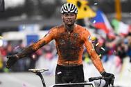 Mathieu van der Poel, tras la victoria.