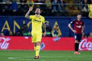 Alcácer celebra su primer gol con el Villarreal.