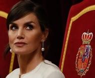 Letizia con pendientes de perlas australanas del joyero de Casa Real. Tienen la particularidad de que se pueden alargar o acortar según el día.