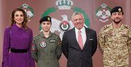 Rania de Jordania, la princesa Salma, el rey Abdalá II y el príncipe heredero Husein.