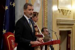 El Rey, en un momento del discurso pronunciado con motivo de la apertura de Las Cortes, este lunes, en el Congreso.