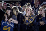 Seguidores de Pete Buttigieg esperan los resultados de los caucus en la Universidad Drake Bell (Des Moines, Iowa)