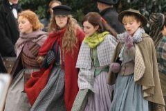 Las cuatro actrices que interpretan a las hermanas de Mujercitas.