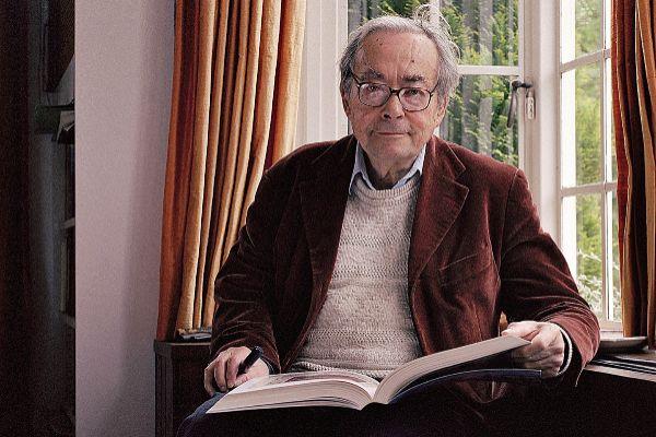 El filósofo y crítico literario George Steiner, fotografiado en su...