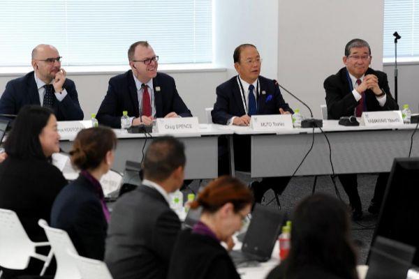 Toshiro Muto, segundo por la derecha, en su comparecencia de este miércoles | STR / AFP