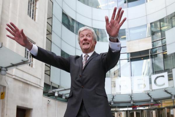 Tony Hall tomó posesión como director general de la BBC en abril de...