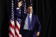 Pete Buttigieg en su llegada a Iowa para seguir los resultados del caucus.