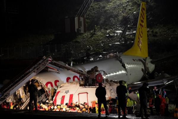 """Resultado de imagen de Un muerto y 157 heridos en avión accidentado en Estambul"""""""