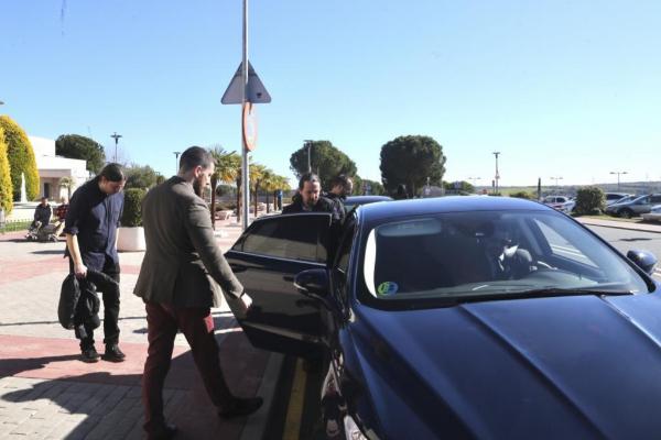 El vicepresidente del Gobierno, Pablo Iglesias, accede al coche...