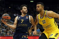 Berlin (Germany).- Real Madrid's Facundo Campazzo (L) and lt;HIT gt;Alba lt;/HIT gt; Berlin's Johannes Thiemann in action during the Euroleague basketball match between lt;HIT gt;Alba lt;/HIT gt; Berlin vs Real Madrid at the Mercedes Benz Arena in Berlin, Germany, 06 February 2020. (Baloncesto, Euroliga, Alemania) EPA/