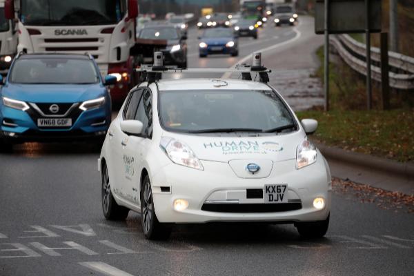 El Nissan Leaf autónomo en una autovía durante el Grand Drive