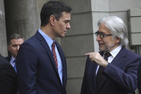 Pedro Sánchez con Josep Sánchez Llibre, presidente de Fomento del...