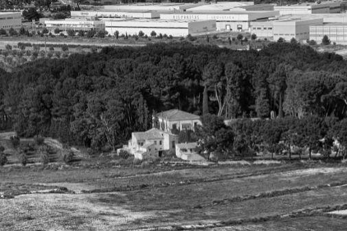 Finca El Poblet (Posición Yuste), a dos kilómetros de Petrer, fue sede del Gobierno de la República del 25 de febrero al 6 de marzo de 1939.