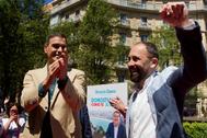 Denis Itxaso junto a Pedro Sánchez en un acto de campaña en San Sebastián.
