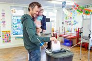 Cork ( lt;HIT gt;Ireland lt;/HIT gt;).- Phil Teare (L) and his dausghter Mary Kate Teare from Ballinlough, casts his ballot at a polling station during general elections in Cork City, lt;HIT gt;Ireland lt;/HIT gt;, 08 February 2020. Voters go to the polls in the Irish general elections. (Elecciones, Irlanda) EPA/