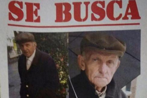 Los vecinos del barrio del Calvario, en Vigo, colgaron hace un año carteles con la foto de José Antonio Vázquez para tratar de frenar sus actos vandálicos.