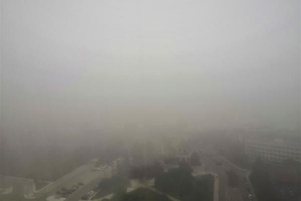 Madrid, envuelta en niebla desde una ventana del hospital Gómez Ulla.