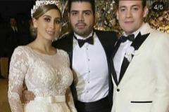 Alejandrina (izqda.), el día de su boda, en una foto filtrada por una cuenta de instagram