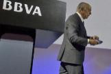El ex presidente de BBVA, Francisco González, y el actual, Carlos Torres, durante una presentación de resultados del grupo.