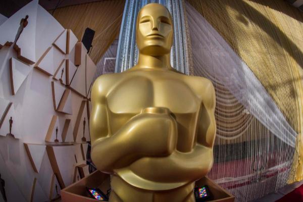 La estatuilla dorada de los premios Oscar.