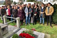 Homenaje a Tomás Meabe en el cementerio de Derio.
