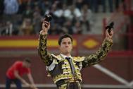 Daniel Luque celebra su triunfo en la Plaza de la Candelaria.