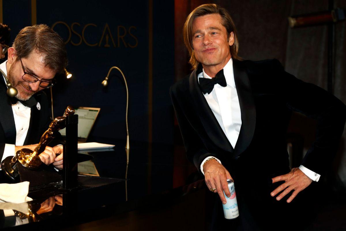 Brad Pitt, ganador del Oscar al mejor actor de reparto.