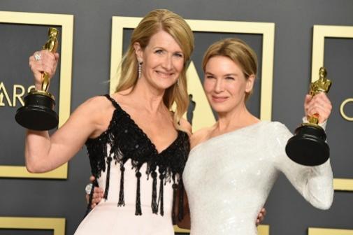 Laura Dern y Renée Zellweger, con sus Oscar ya bien cerquita, hicieron gala de un maquillaje muy natural y relajado.