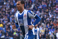 Raúl de Tomás celebra su gol al Mallorca.
