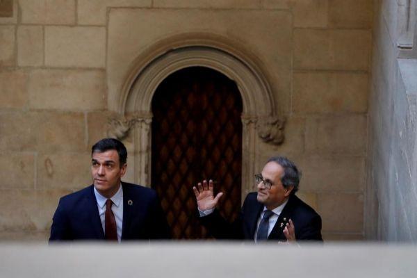 Pedro Sánchez y Quim Torra durante su encuentro en el Palau de la...