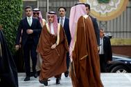 El Ministro de Exteriores de Arabia Saudí, el príncipe Faisal bin Farhan, acude a una reunión de ministros de la Liga Árabe en El Cairo.
