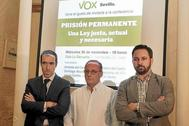 Antonio del Castillo, junto a Santiago Abascal en acto de Vox por la prisión permanente revisable.