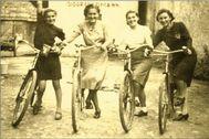 Edie y Ella Friedman, enviadas al campo, junto a otras chicas, en 1938.