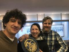 David Gistau, junto a dos de sus amigos: la boxeadora Míriam Gutiérrez y Jero García.