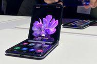 Doblamos el Galaxy Z Flip, el móvil plegable de Samsung