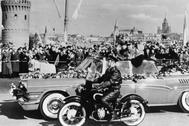 Foto histórica del desfile de Gagarin tras convertirse en el primer cosmonauta