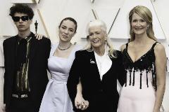 Laura Dern y familia - Los famosos que fueron a los Premios Oscar con su familia