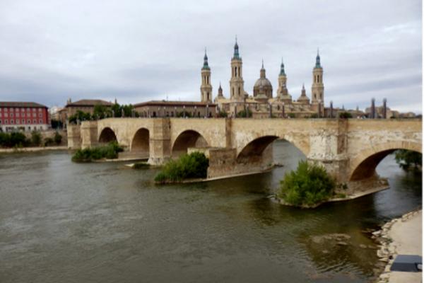 Puente de Piedra de Zaragoza, cerca de donde ha ocurrido el...