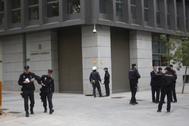 Policías en los alrededores de la Audiencia Nacional.