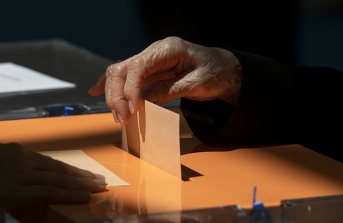 Prohibido votar los mayores de 65: la campaña contra el poder de los ancianos