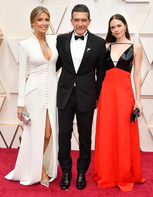 Stella del Camen, de Gucci, junto a su padre (de Dior) y Nicole Kimpel, que eligió Pronovias