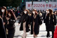 Tokyo (Japan).- Pedestrians wearing masks cross a street in Shibuya district, Tokyo, Japan, 03 February 2020. According to latest media reports, 20 people have contracted the novel lt;HIT gt;coronavirus lt;/HIT gt; in Japan. (Japón, lt;HIT gt;Tokio lt;/HIT gt;) EPA/