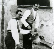 Gallito e Ignacio Sánchez Mejías de albañiles en Pino Montano