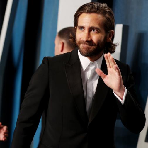 Gyllenhaal saludando en una de las fiestas posteriores a la ceremonia de los Oscar 2020