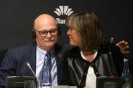 John Hoffman, consejero delegado de GSMA, y Núria Marín, alcaldesa de l'Hospitalet de Llobregat y presidenta de la Diputación de Barcelona.