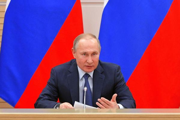 """Vladimir Putin: """"Mientras yo sea presidente no habrá 'progenitor 1' y 'progenitor 2', sólo papá y mamá"""""""