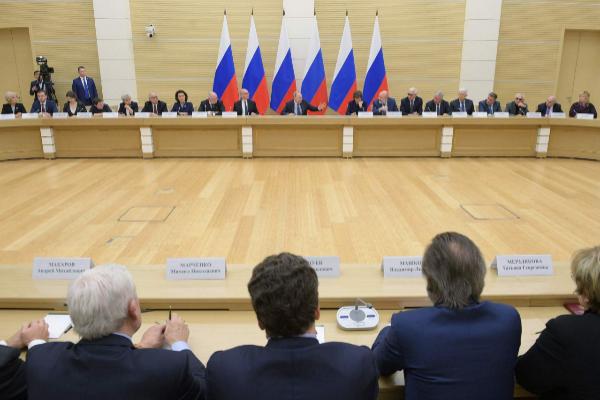 Vladimir Putin se reúne con el grupo de trabajo para modificar la Constitución.